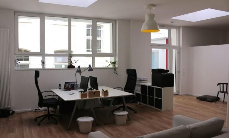 arbeitspl tze in lichtdurchflutetem b ro in k ln s lz mieten. Black Bedroom Furniture Sets. Home Design Ideas