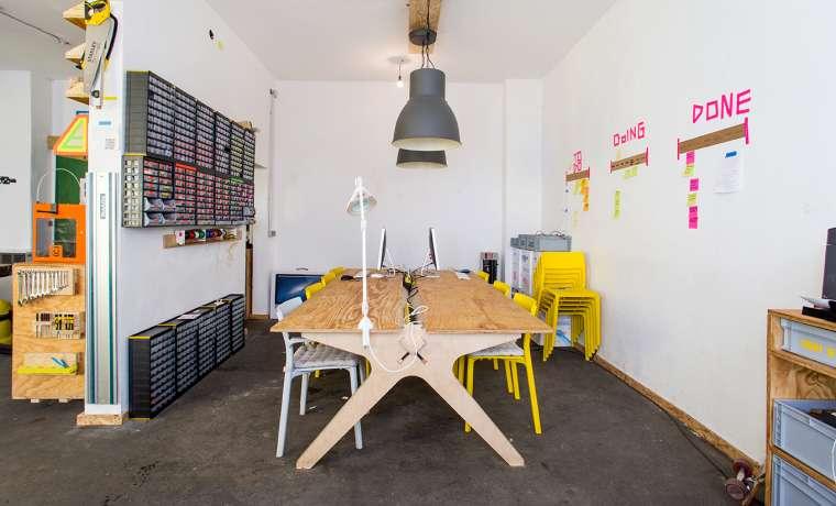 arbeitsplatz in fab lab in au haidhausen mieten. Black Bedroom Furniture Sets. Home Design Ideas